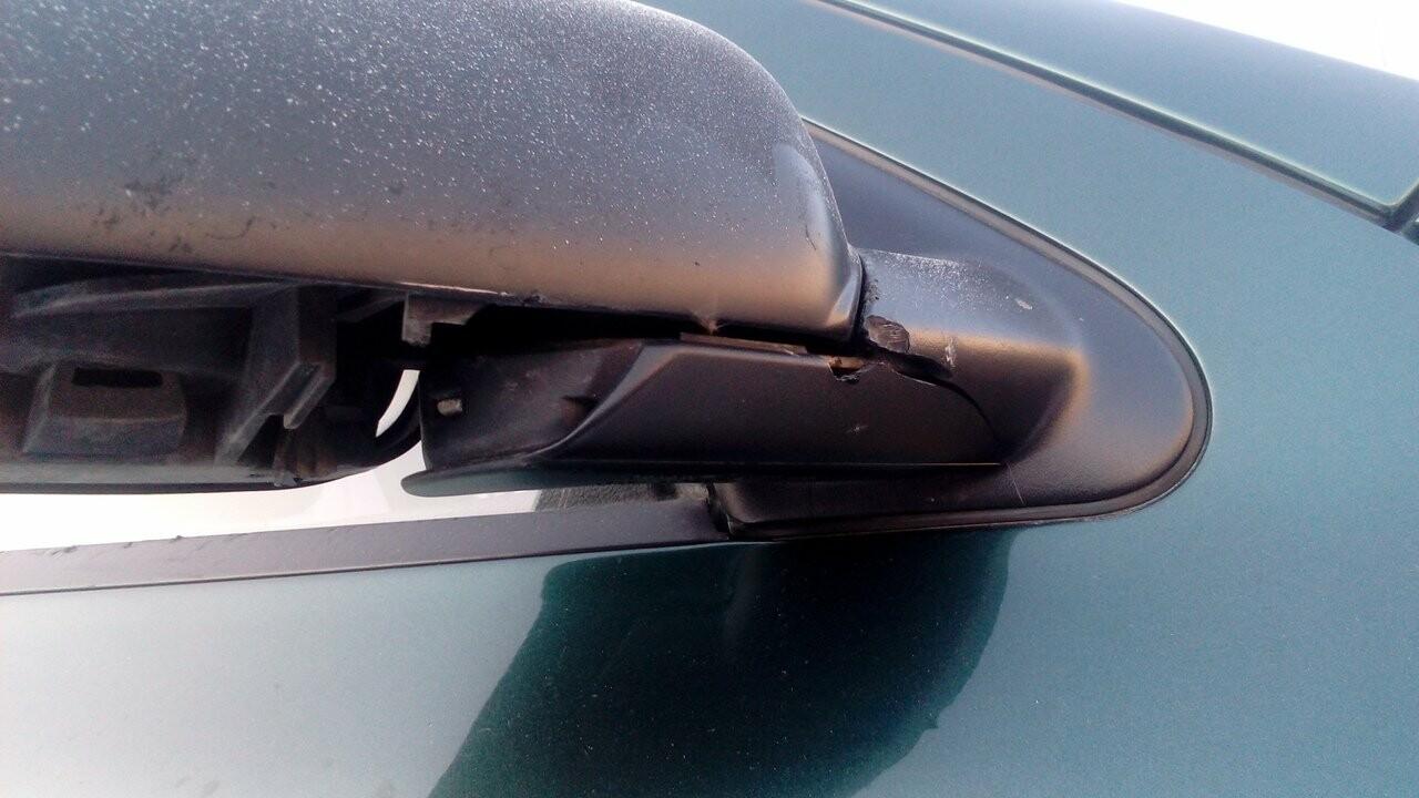 Заклеивают стекла скотчем. Как пострадали автомобили магнитогорцев от рук злоумышленников?, фото-4