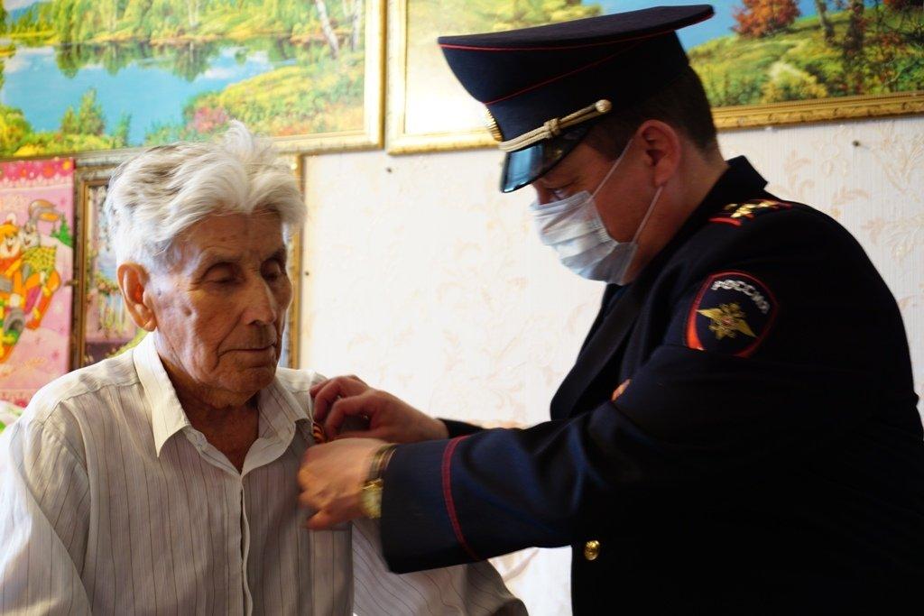 Участников войны поздравили полицейские Магнитогорска, фото-1