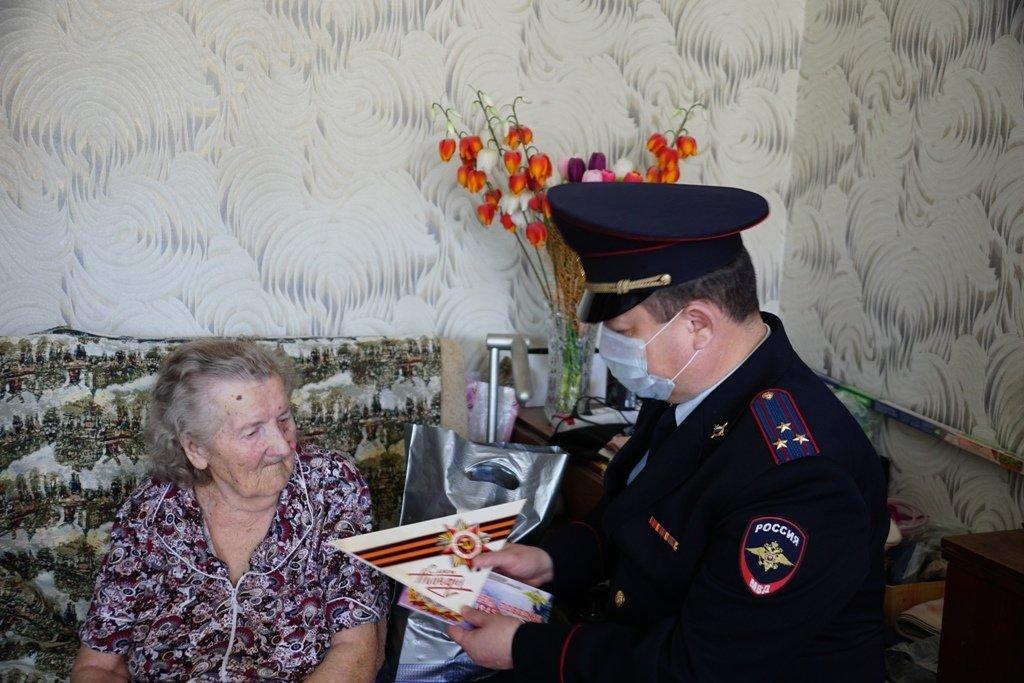 Участников войны поздравили полицейские Магнитогорска, фото-2