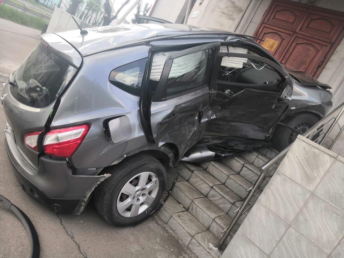 Пожилая магнитогорская автоледи не уступила дорогу и пострадала в ДТП, фото-1