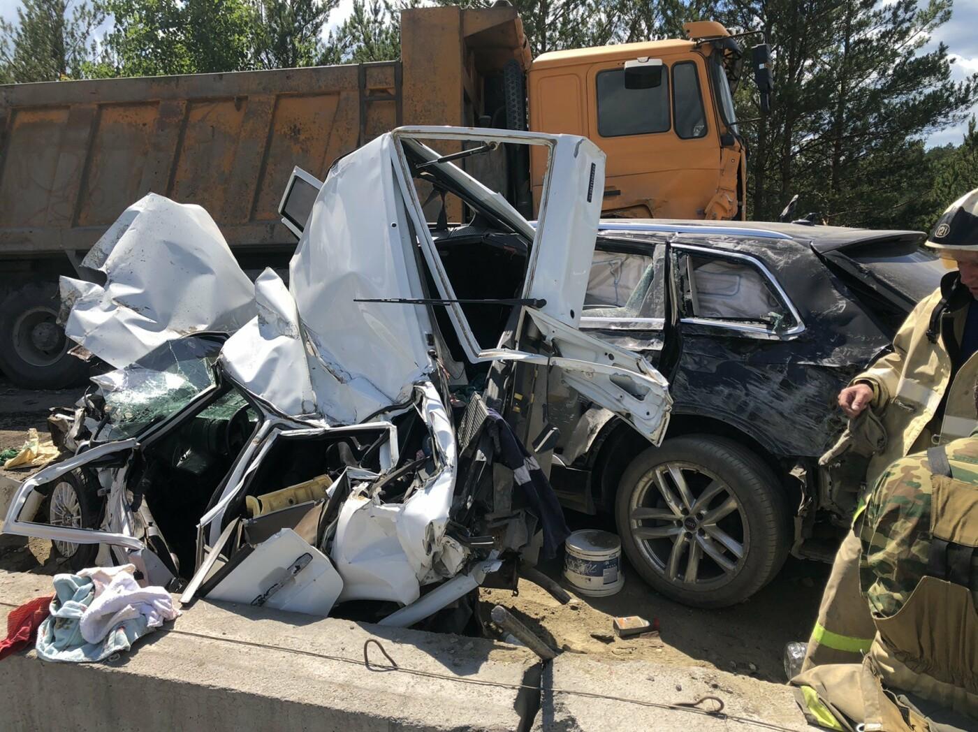 Грузовик смял 5 машин. На трассе в Челябинской области произошла страшная авария, фото-2