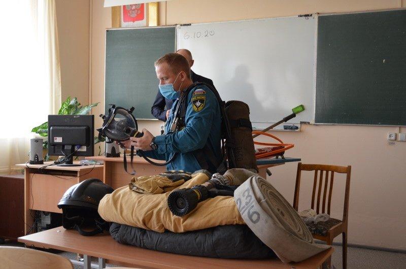 Пожарные Магнитогорска преподали студентам урок, фото-1