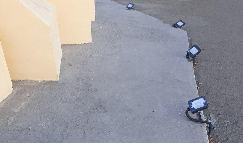 Вандалы разрушили подсветку скульптурной композиции в Магнитогорске, фото-1