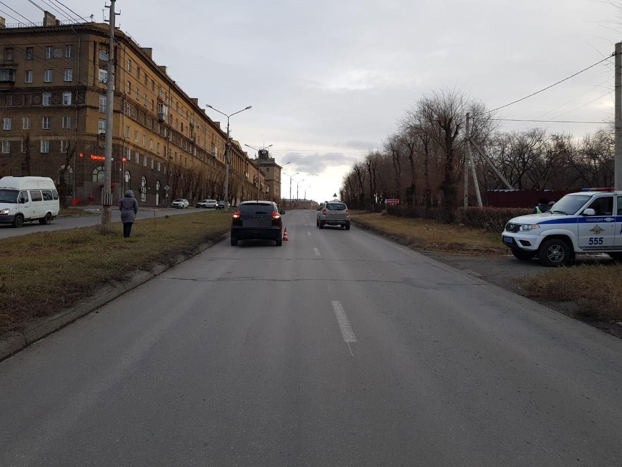 Автолюбитель устроил крупную аварию на перекрестке улиц Суворова и Гагарина, фото-1
