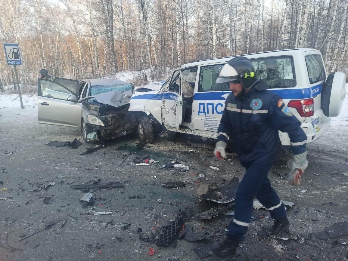 Герой! Полицейский на южноуральской трассе спас детскую хоккейную команду, фото-2