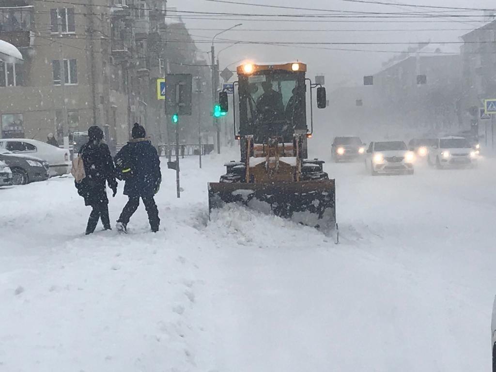 Магнитогорцев просят не пользоваться автомобилями из-за снегопада, фото-1