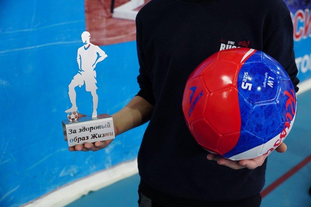 Магнитогорские полицейские сыграли в футбол со сложными подростками, фото-2